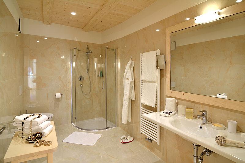 Camera da letto matrimoniale con cabina armadio ~ idee di design ...