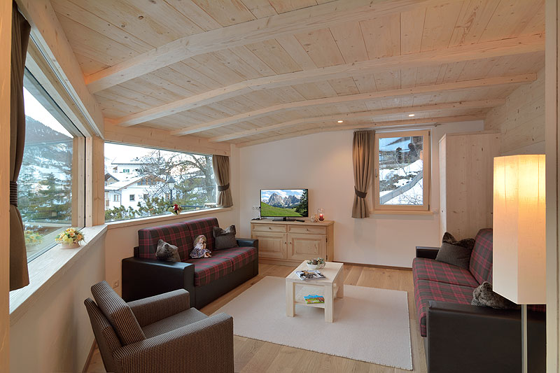 Residence coltavela ortisei in val gardena dolomiti for Cabina 2 camere da letto con planimetrie loft